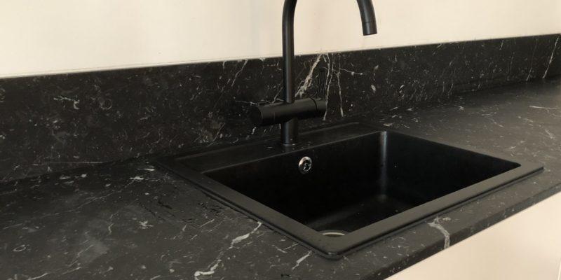 Must marmor – hubase kodu luksuslik pärl
