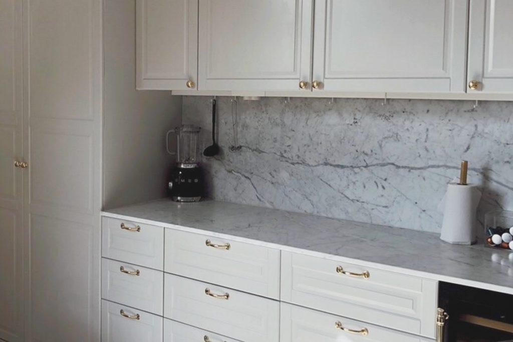 vit marmor stenskiva Bianco Carrara C